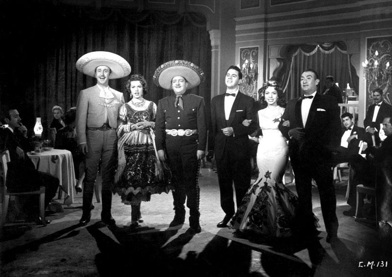 Demetrio González, Rosa de Castilla, José Alfredo, Lucho Gatica, María Victoria, and Pedro Vargas, in the film Duelo de canciones.